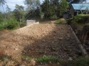 Die Fundamente für das neue Laborgebäude im November 2013.  Wegen der Hanglage sind die Arbeiten aufwändig.
